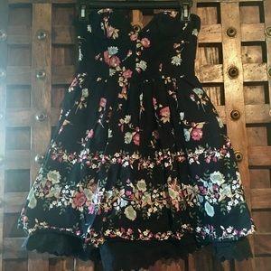 Dresses & Skirts - Dress ❤️MAKE AN OFFER❤️